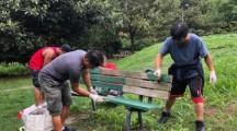 Volontari Comunitá filippina di Varese hanno ripulito parco e verniciato panchine di via Pista Vecchia