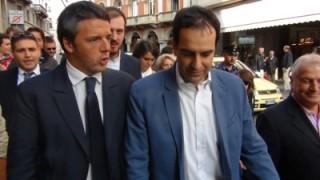 Renzi al suo arrivo a Varese accompagnato da Alfieri.
