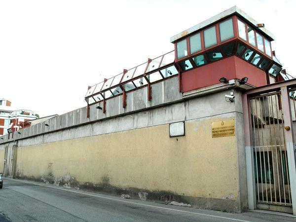 Evasione dal carcere di Varese, la donna del boss collabora con i carabinieri e patteggia una pena a 2 anni e 6 mesi