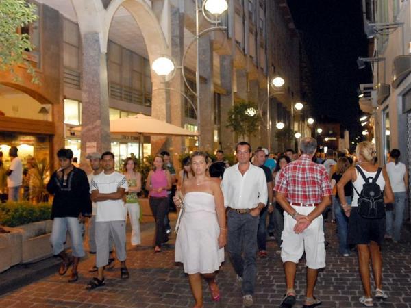 Notte bianca gioved sera a busto arsizio varese7press for Le torri arredamento busto arsizio