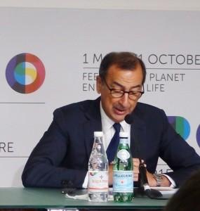 Il commissario Sala durante la conferenza stampa