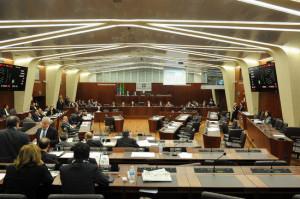 Milano, Consiglio regionale della Lombardia. Nella foto, i consiglieri della sinistra abbandonano l'aula