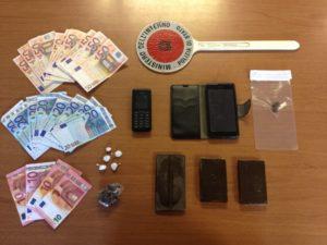 Droga, soldi e altro materiale sequestrato