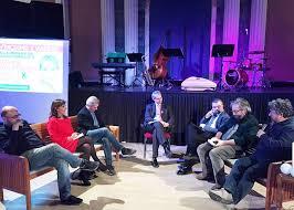 La tavola rotonda con i giornalisti al Santuccio