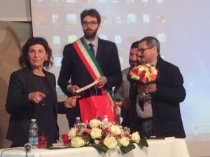 Tina Montanaro con il sindaco di Viggiù