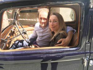 Alessandro Superfluo con la moglie su Bentley
