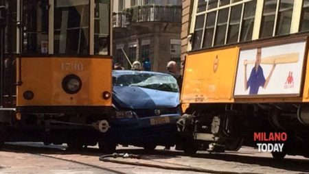 Tram incidente polizia piazza Scala (1)