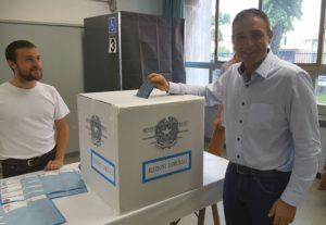 Il sindaco uscente di Malnate Samuele Astuti al voto
