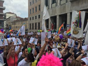 Varese ricorda le vittime di Orlando