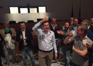 Andrea Cassano brinda alla vittoria
