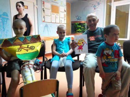 Diego Vallati con piccoli ammalati a Kiev