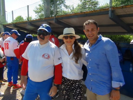 Un giocatore con Adele Patrini e il sindaco Astuti