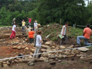 I giovani archeologici al lavoro