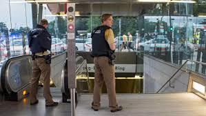 La polizia nel centro commerciale