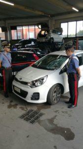 L'auto ritrovata in una carrozzeria di Sesto Calende