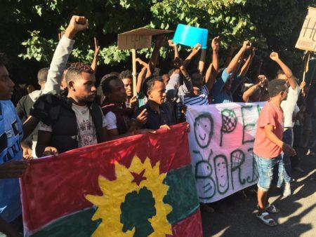 manifestazione-pro-migranti-a-ponte-chiasso-1