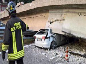 Il ponte crollato ieri sulla provinciale di Lecco