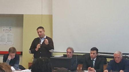 Samuele Astuti durante un suo intervento
