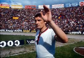 Gigi Riva negli anni Settanta con la maglia del Cagliari