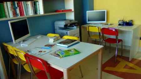 Scuola in ospedale donato materiale e nuovi arredi al del for Nuovi arredi